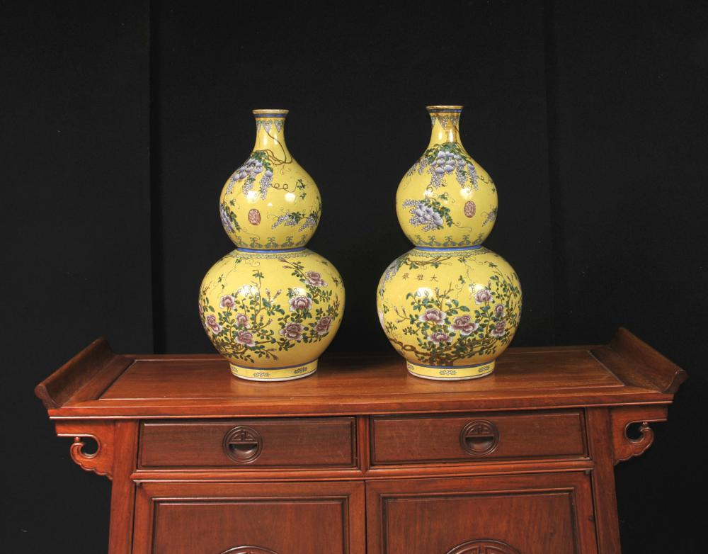 Paire chinois Ming porcelaine Floral Vases Urnes Double Gourd