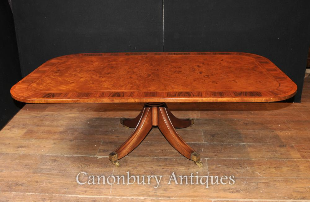 Antique Burr Walnut Coffee Table Tables à manger