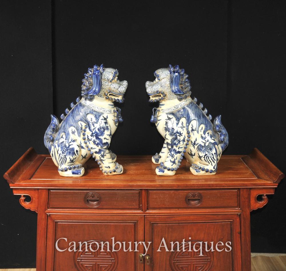 Pair Nanking bleu et blanc porcelaine chinoise Foo Chiens Lions Gardien