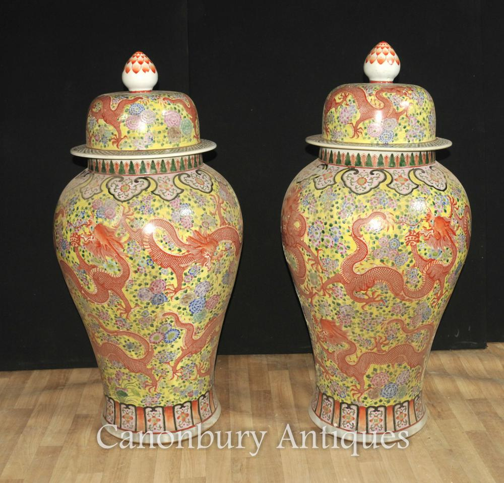 Paire Grand chinois Ming en porcelaine à couvercle Vases Urnes Ginger dragon Jars