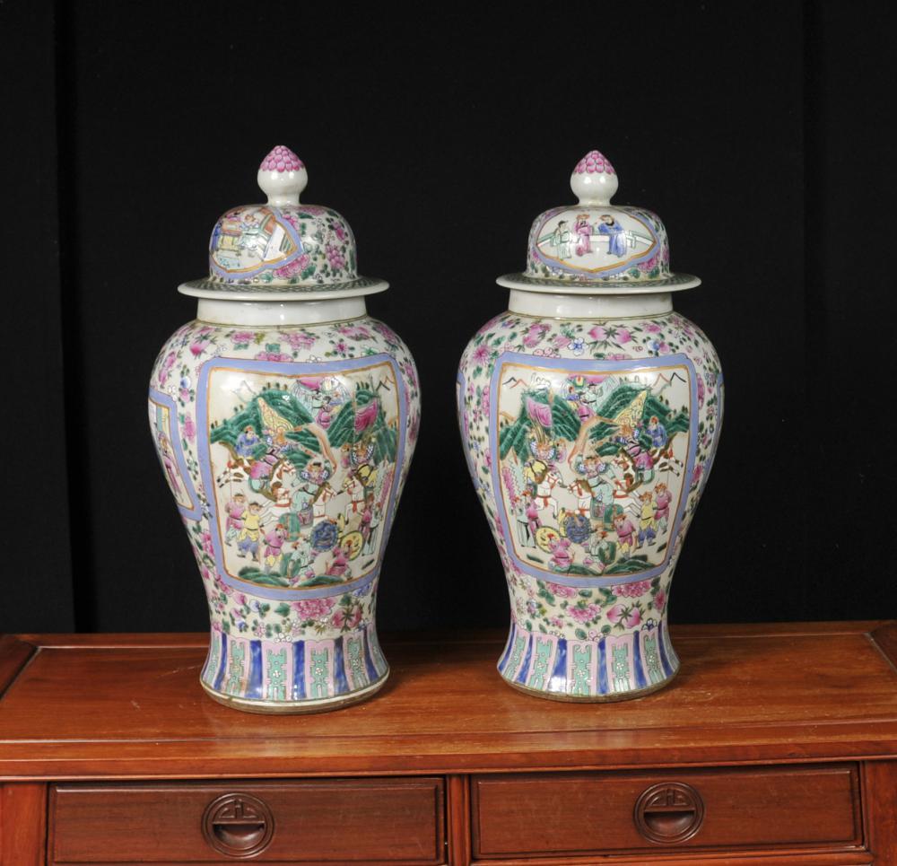 Paire chinoise Canton Porcelaine Ginger Jars Lidded Urnes Temple cantonais