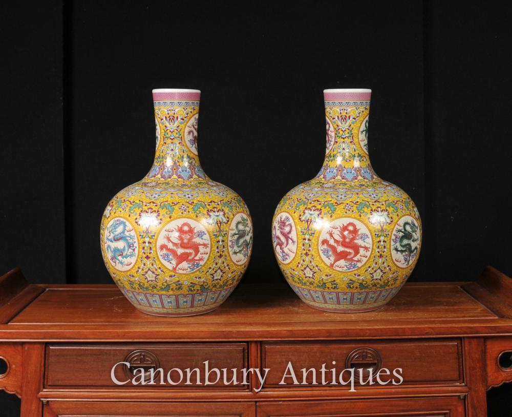 Paire chinoise Ming dragon Vases Urnes Shangping Formulaire Famille Rose