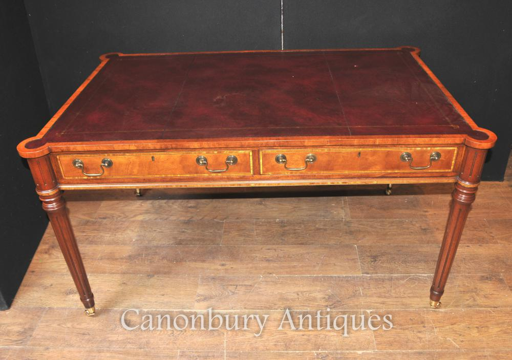 Sheraton Desk in Walnut Writing Table English Meubles
