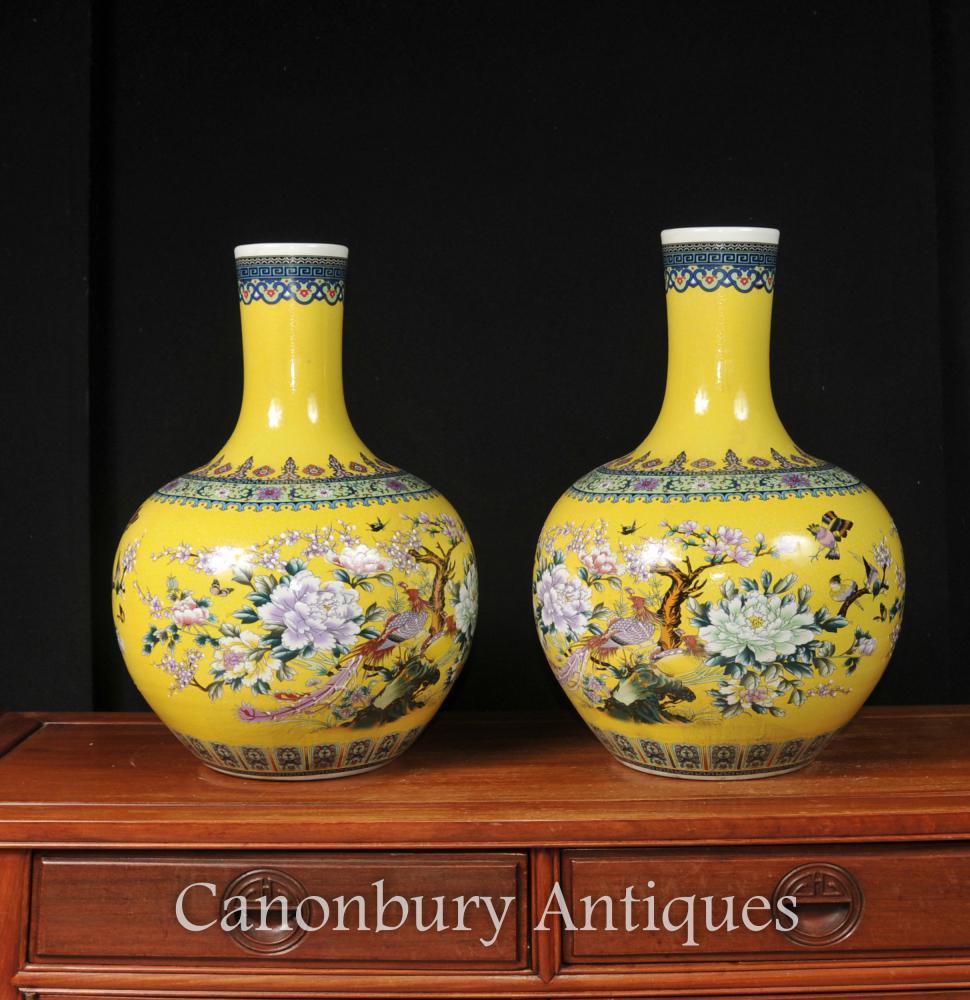 Céramique Paire chinoise Ming en porcelaine Shangping Vases Urnes Bulbous Floral