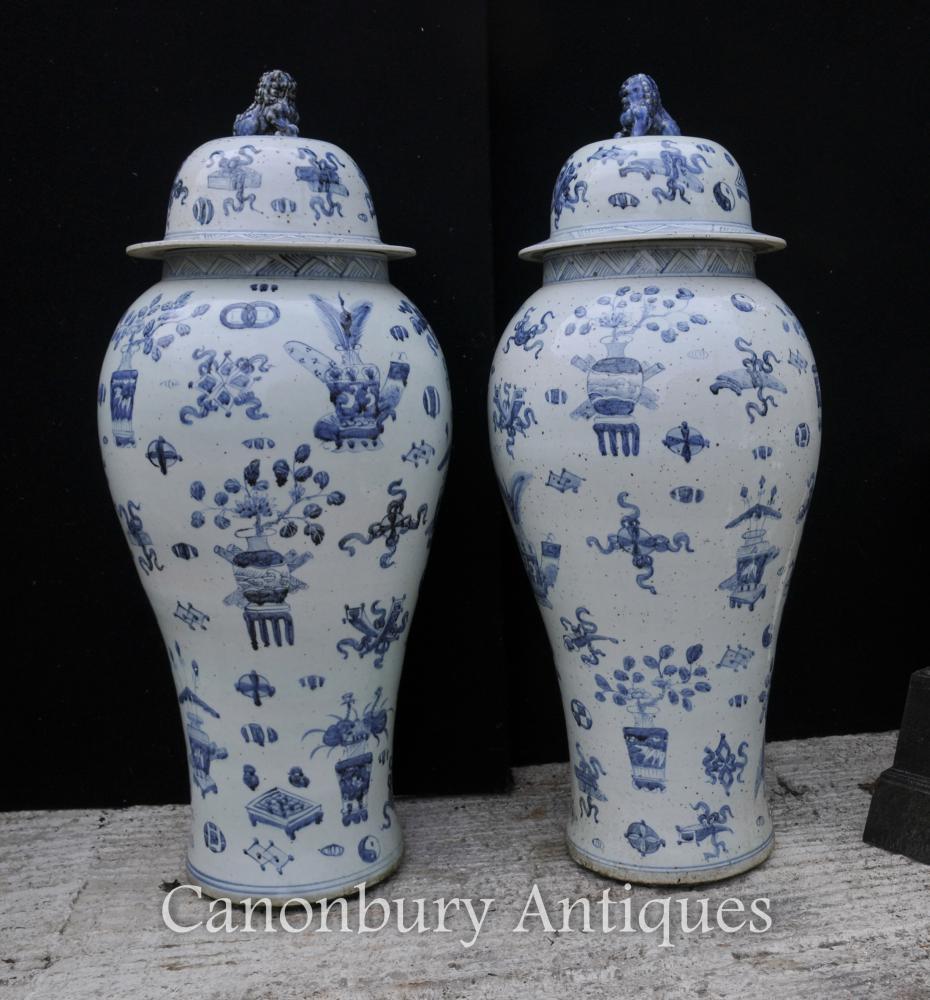 Paire bleu et blanc Nanking Céramique Lidded Urnes Vases en porcelaine chinoise
