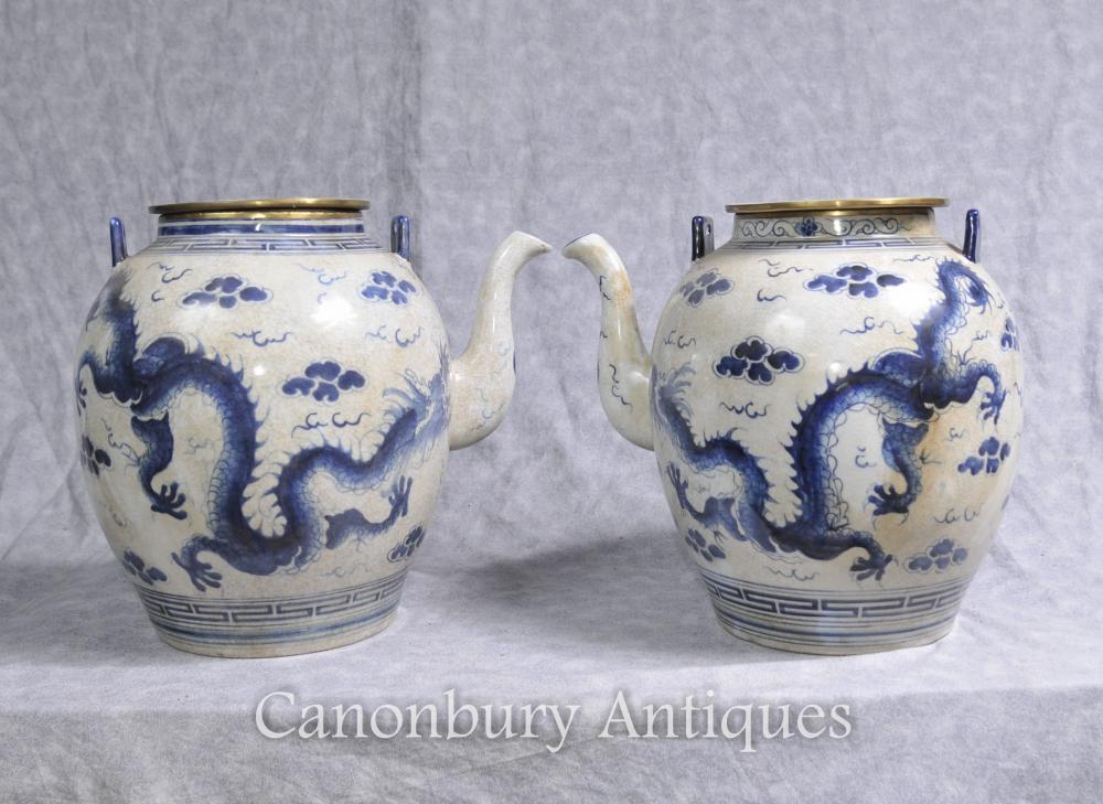 Paire chinois Nanking porcelaine bleue et blanche Tea Pots dragon
