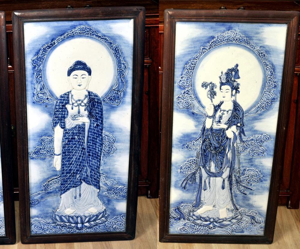 Paire Chinois Nanking Plaques en porcelaine bleue et blanche Homme Bouddha Femelle