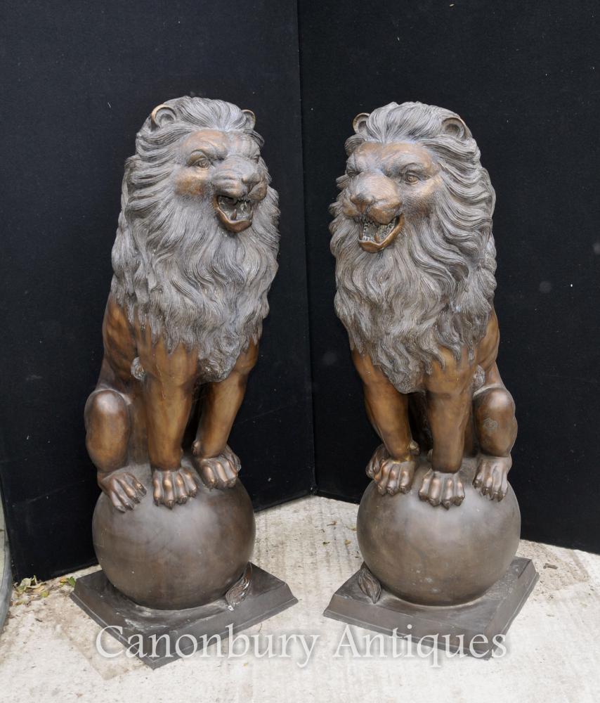 Paire XL Bronze Lion Gatekeeper Statues Lions sur la Balle Médicis