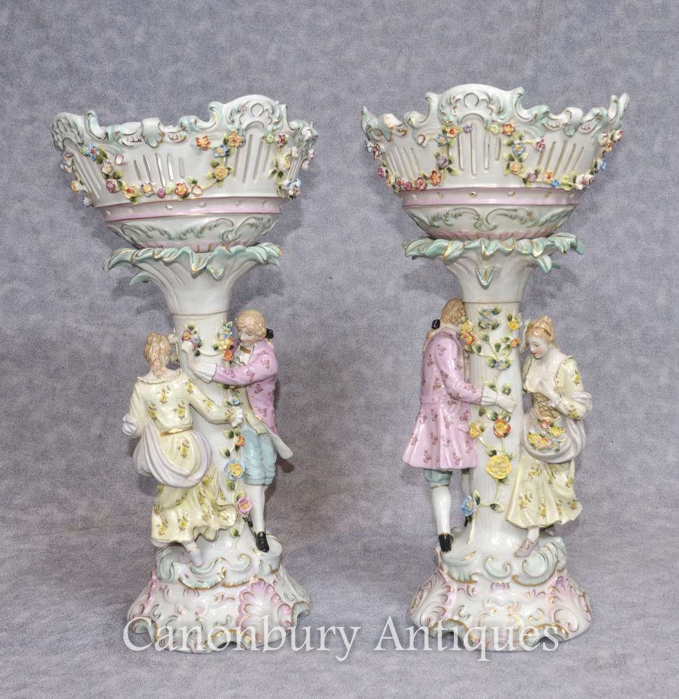 Paire de bancs allemands en porcelaine de porcelaine de Dresden