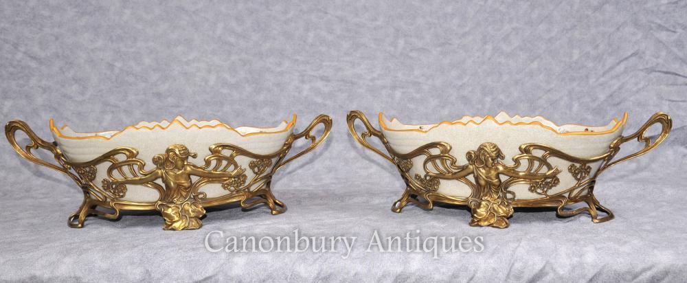 Paire de vaisselle en porcelaine Art Nouveau