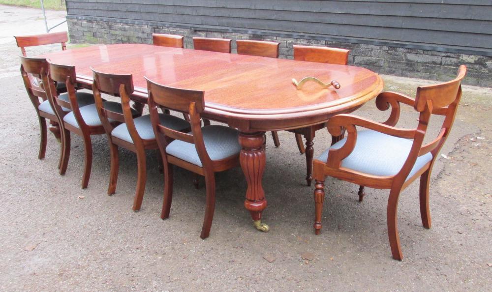 Ensemble de salle à manger victorienne en acajou Table extensible et 10 chaises