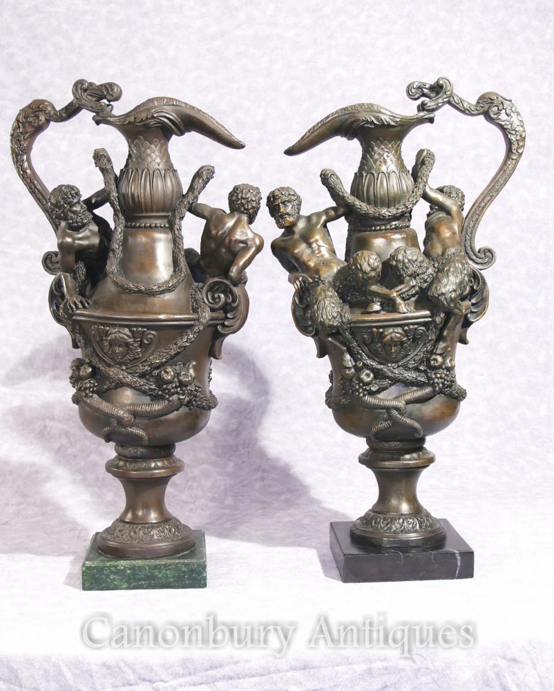 Paire de Bronze français pichets pots urnes faon classique chopes