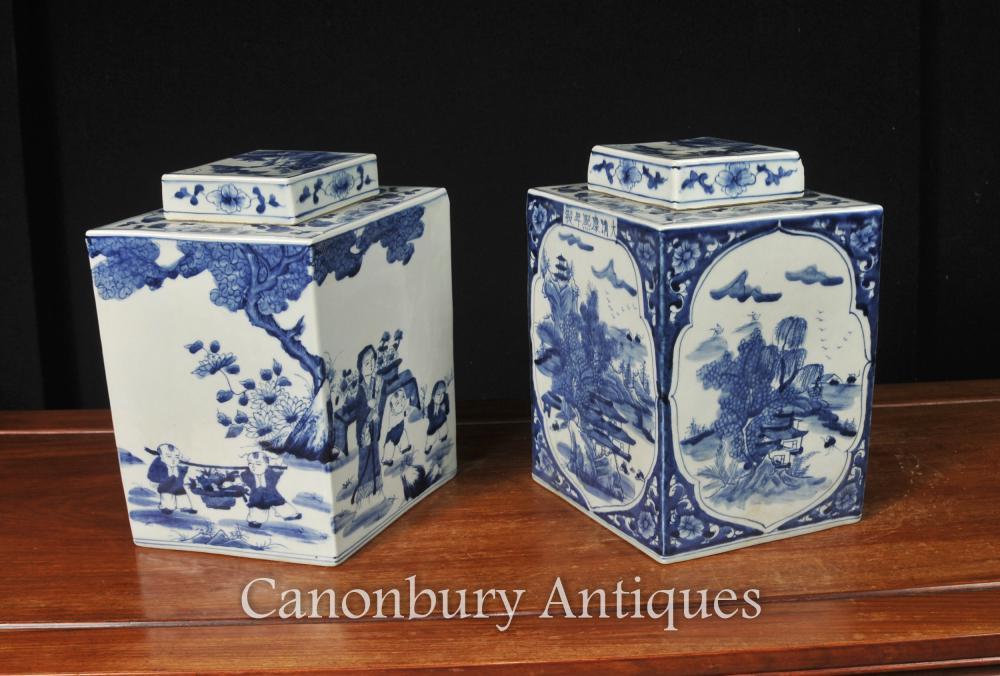 Paire de Nanking en porcelaine chinoise Lidded Urns Lozenge Form