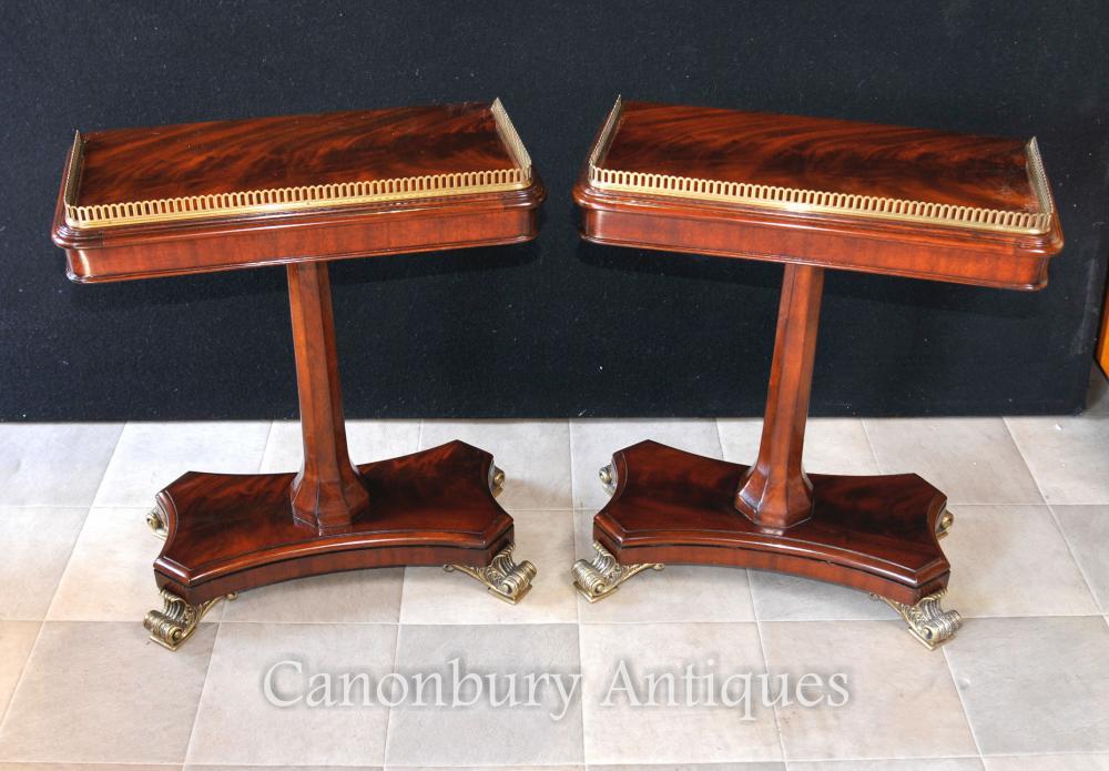Paire de tables d'extrémité latérales Regency