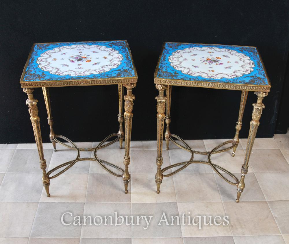 Paire de tables de porcelaine Sevres Ormolu French Floral Spray