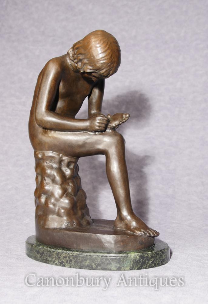 Statue de bronze italien Spanario Classica Figurine de pied d'épine de garçon Signée