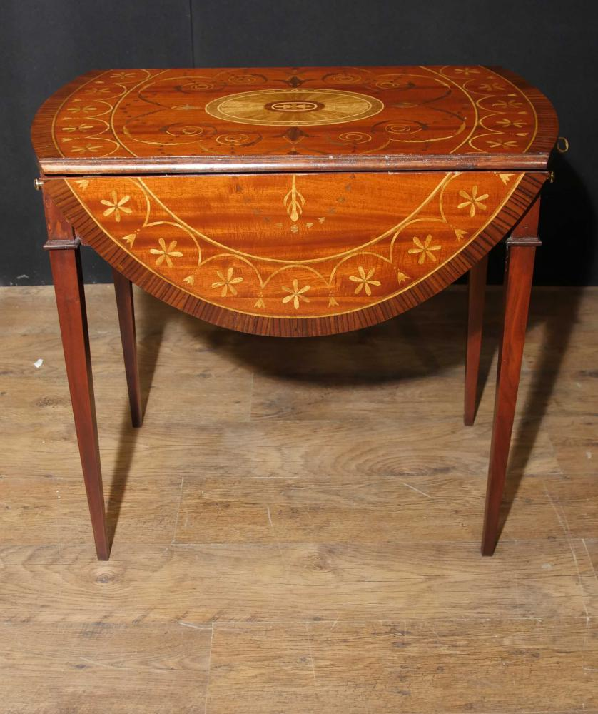 Table à rallonges de marqueterie de style Sheraton Mahogany Pembroke