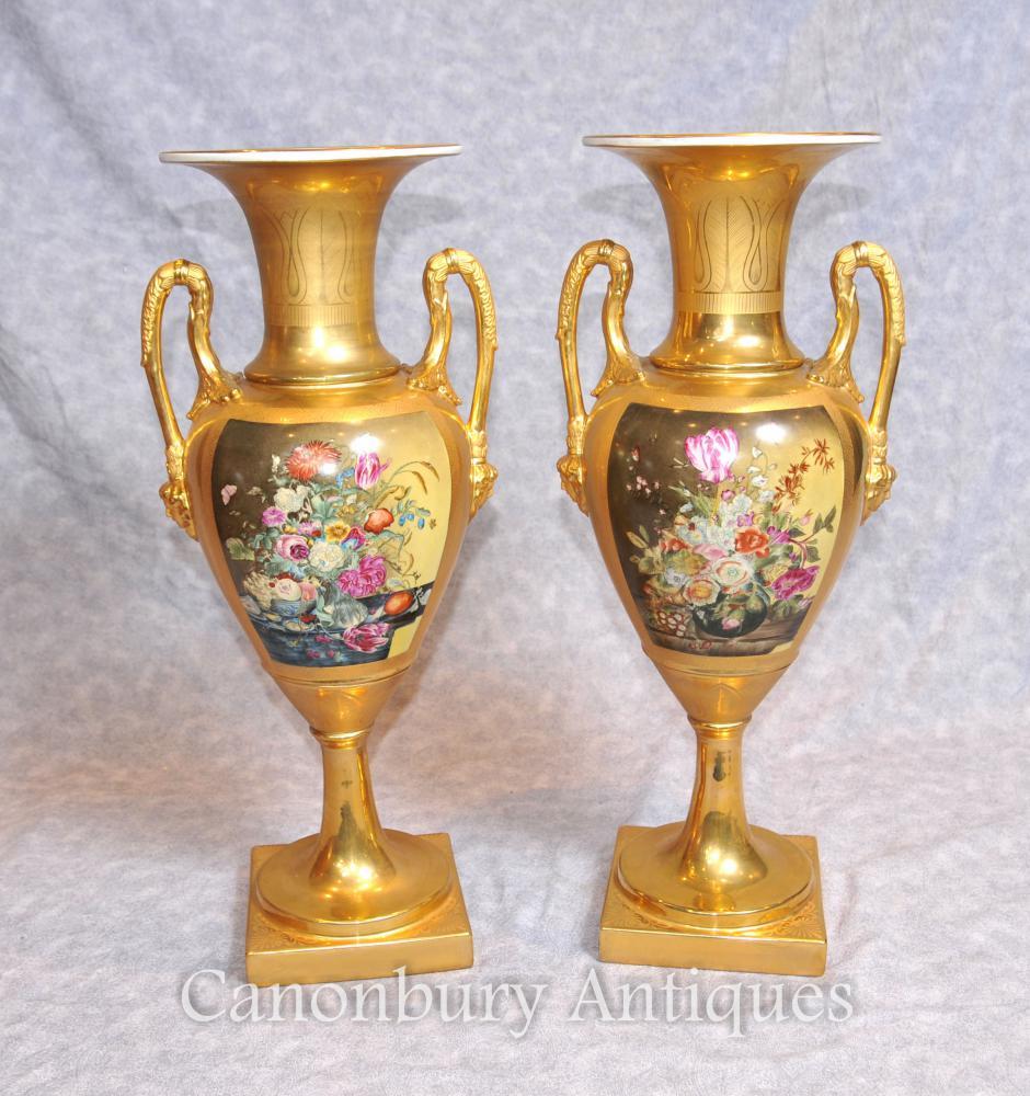 Paire Allemande Dresden Porcelaine Vases Floral Amphore Urnes
