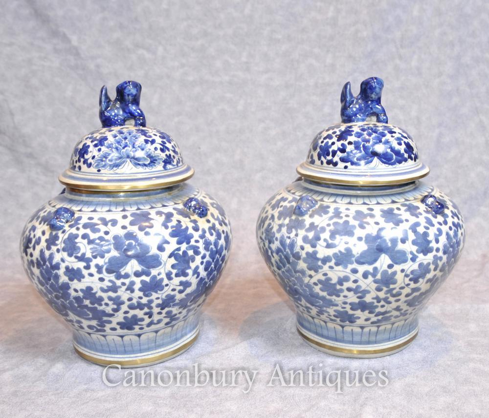 Paire de porcelaine en porcelaine chinoise Urnes couvertes vases bleu et blanc en céramique