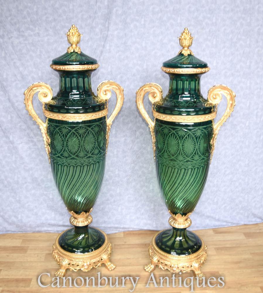 Paire Empire Français amphore verre taillé Vases montés urnes