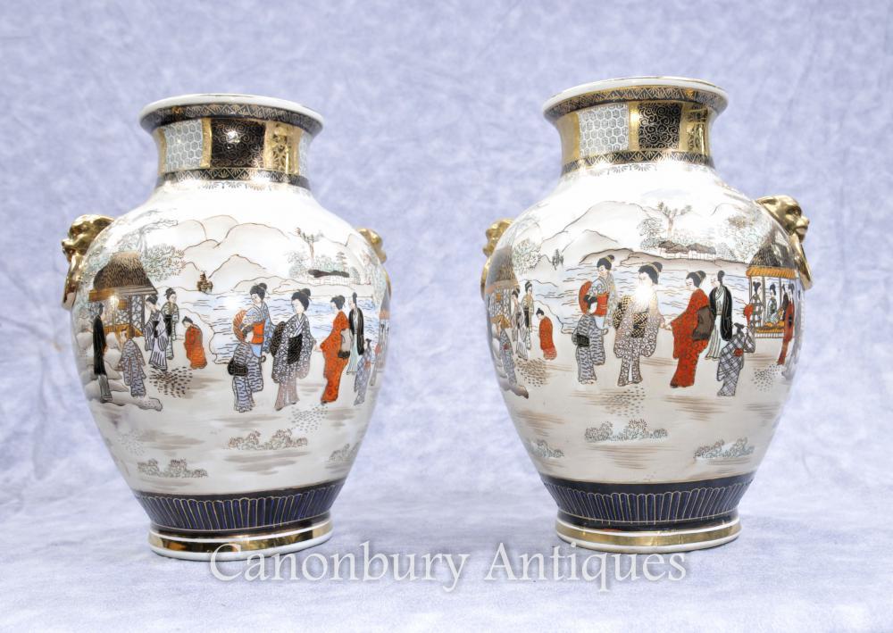 Paire de Satsuma japonais en porcelaine Vases Urnes peint à la main