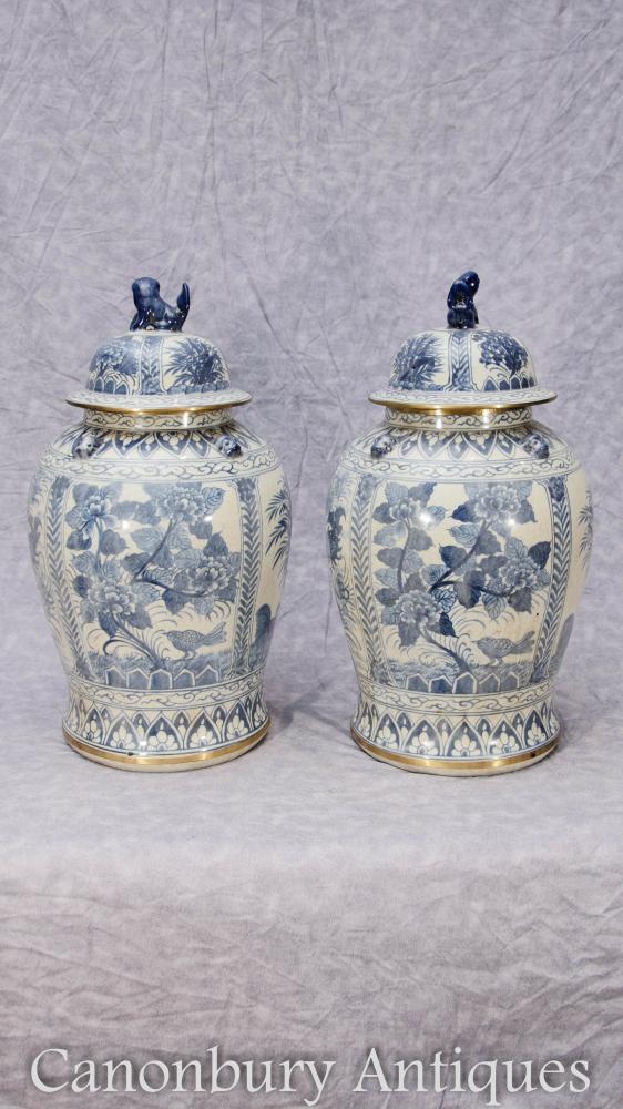 Paire de porcelaine bleue et blanche chinoise Ming Gingembre Urines Vases