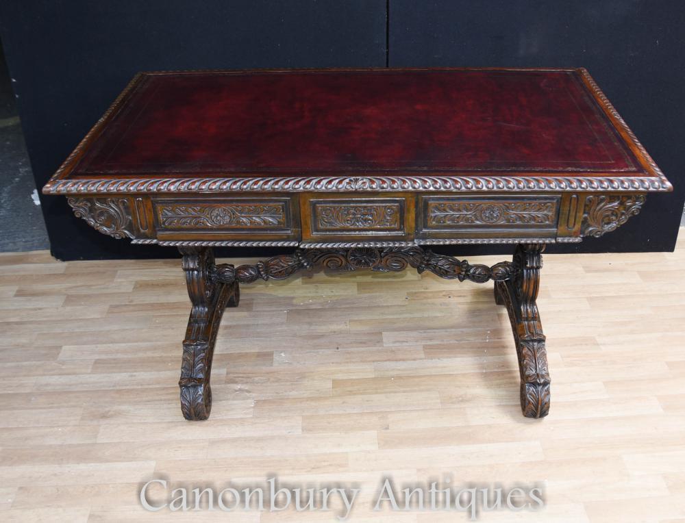 Antique Padouk Wood Desk Table d'écriture sculptée Anglo Indian