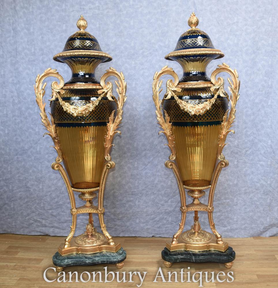 Paire de vases en verre coupé Louis XVI français Amphore Urnes Ormolu