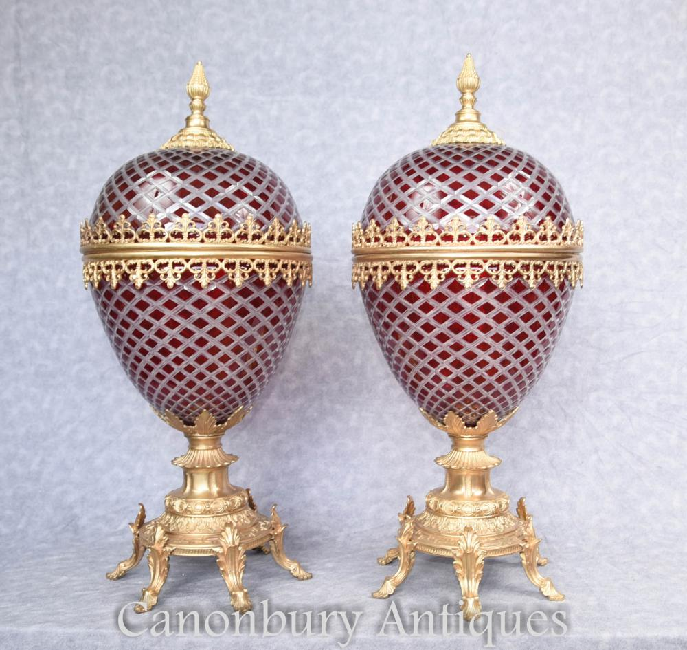 Paire de verre coupé Vases d'oeufs français Urnes Ormolu Fixtures