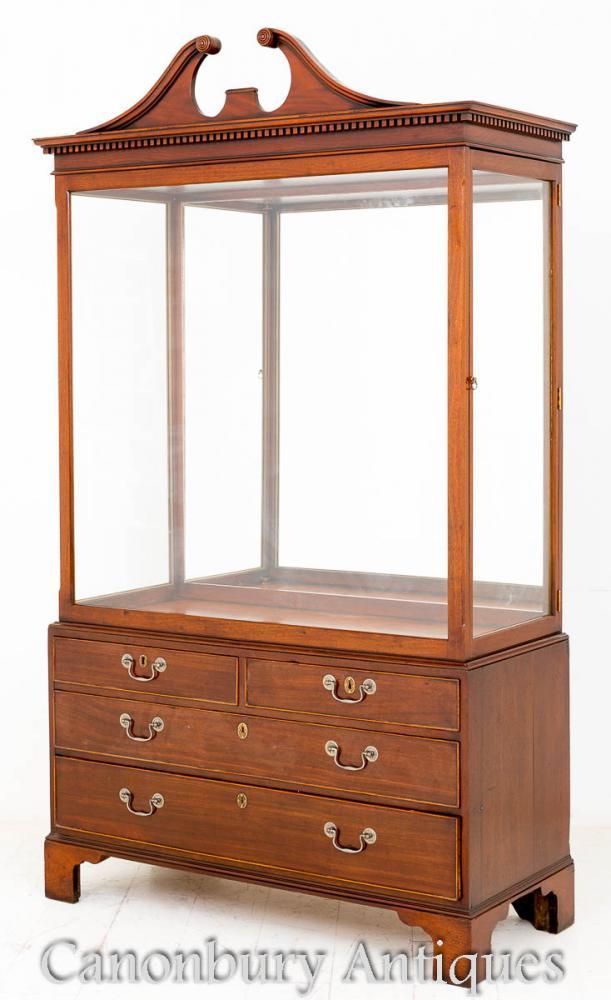 Caboteau d'armoires d'échalote victorienne d'acajou 1880