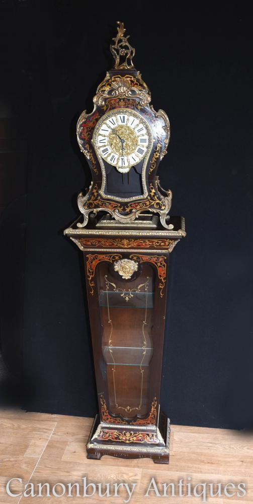 Horloge française de manteau de boulle sur l'étalage de verre Cabinet de piédestal 1930