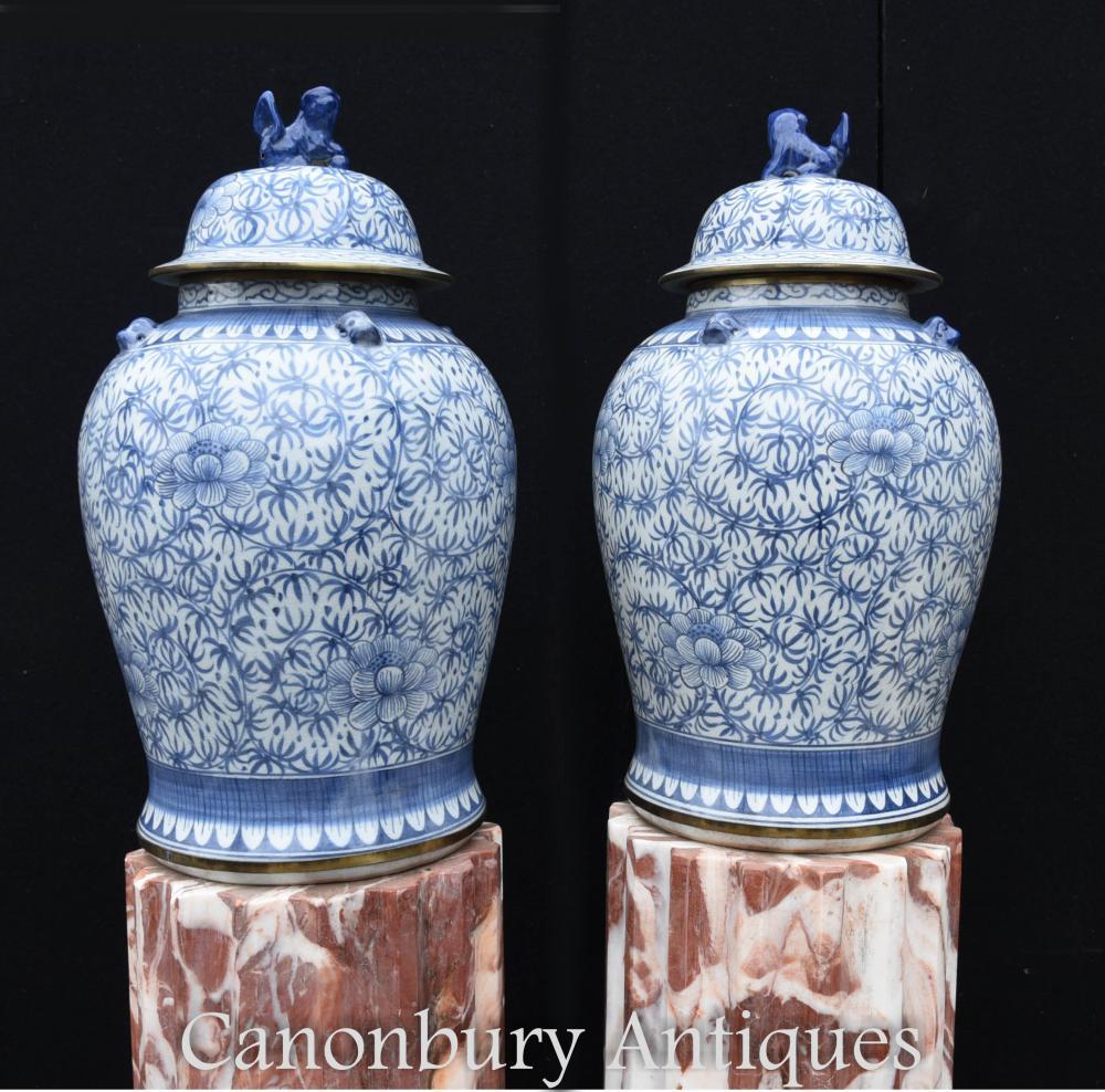 Paire de grands pots de gingembre porcelaine Nanking bleu et blanc urnes à couvercle