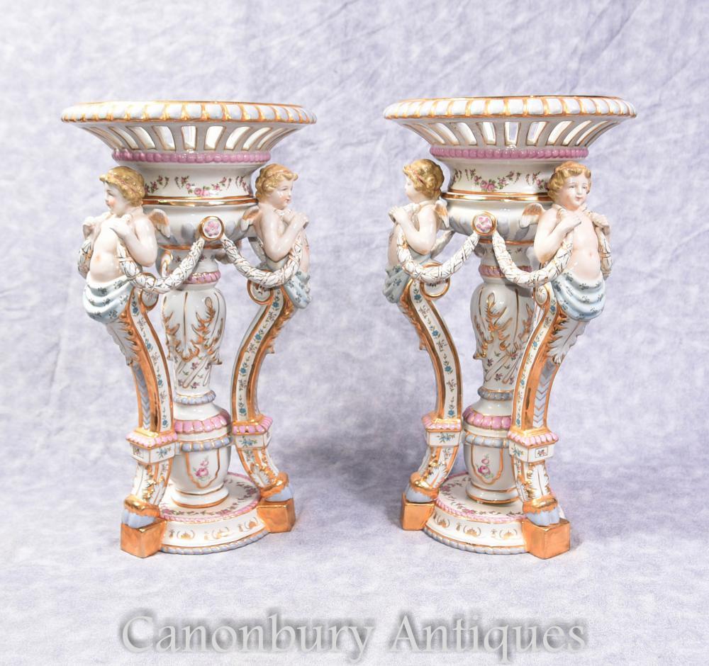 Paire de porcelaine allemande Meissen Chérubin Comports Plat sur socle Bols