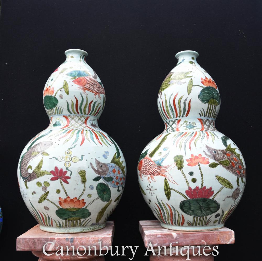 Paire d'urnes chinoises en porcelaine de Qian en porcelaine