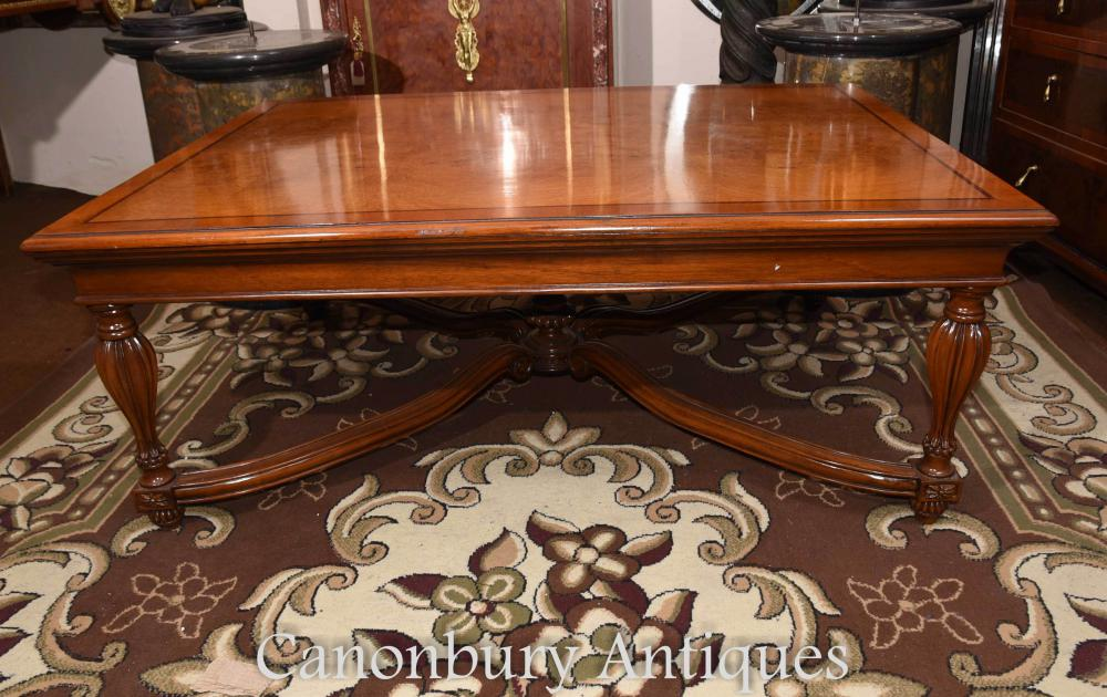 Table basse Regency en noyer French Furniture Tables