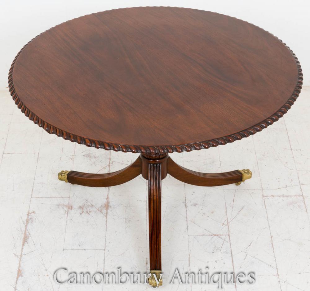 Tables de salle à manger en rond de mousse Régence Mahogany