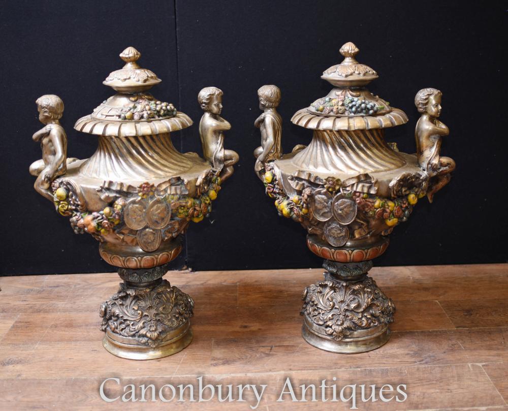 Paire Art Nouveau Français Bronze Urnes De Jardin Vases Chérubin