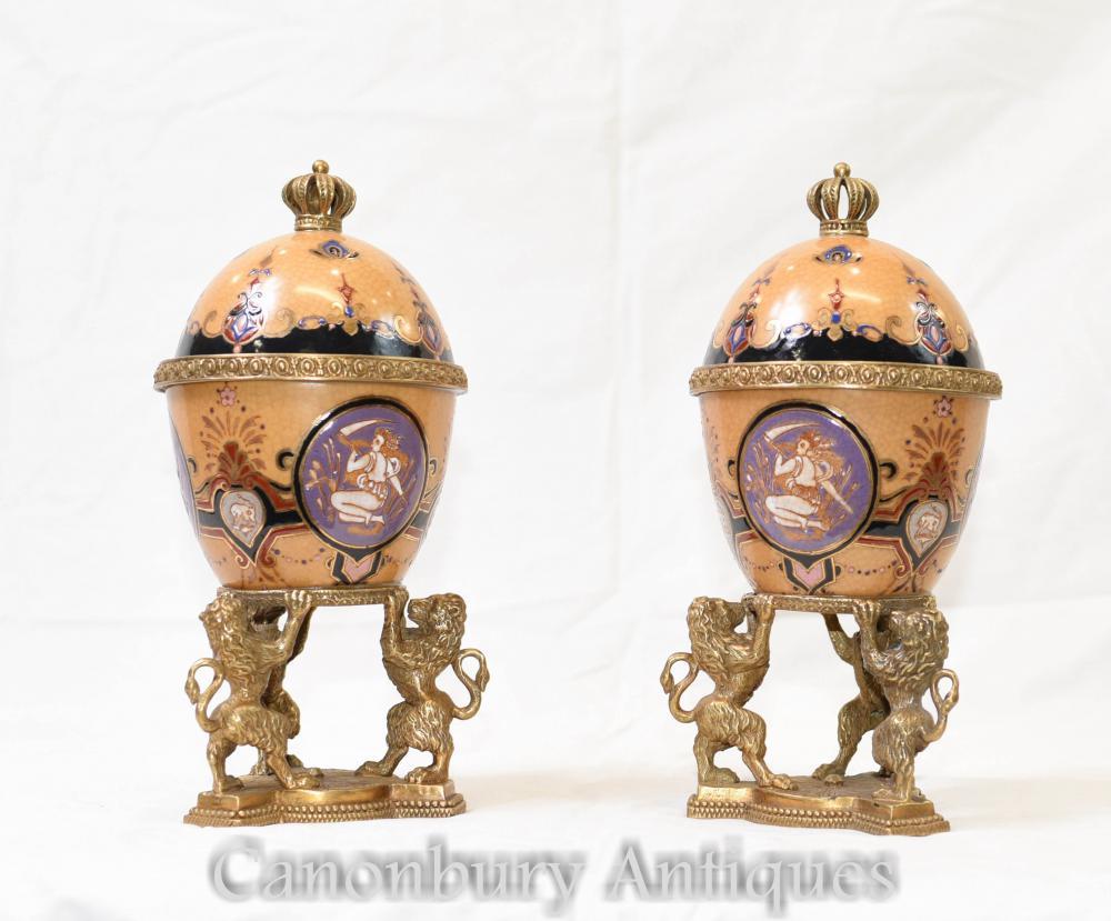 Paire d'Urnes en Porcelaine Empire Empire Vases Lidded Lions