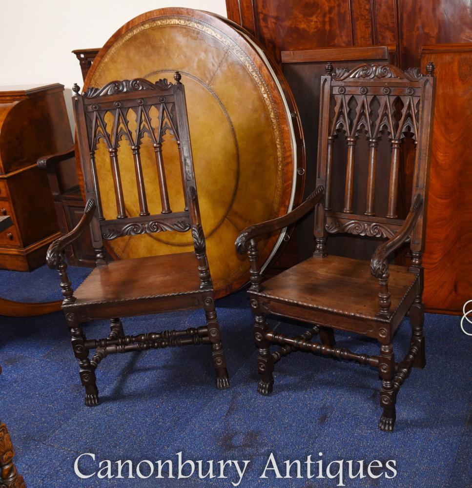 Paire de fauteuils gothiques en chêne
