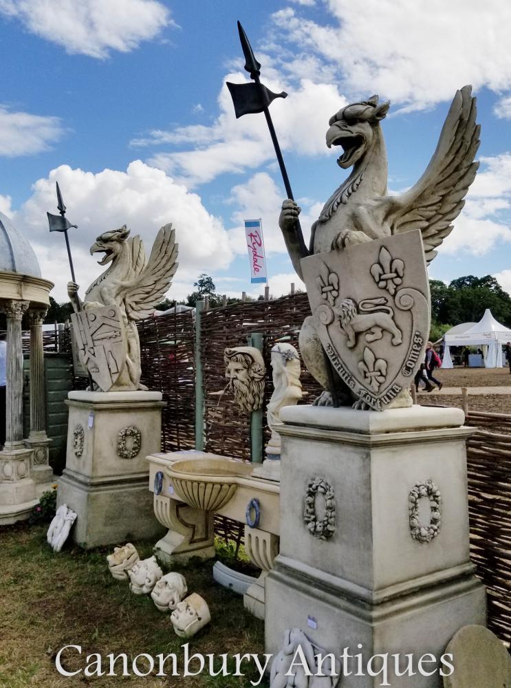 Paire de griffes de pierre géante Gryphons anglais Garden Statue