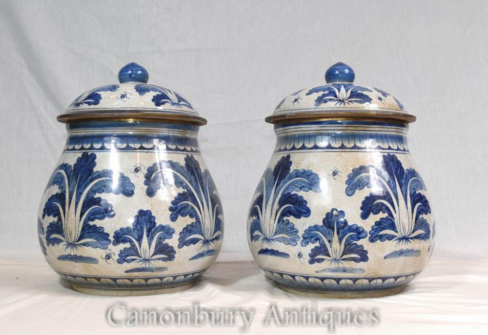 Paire de pots en porcelaine chinoise bleue et blanche Ming Urns Pots