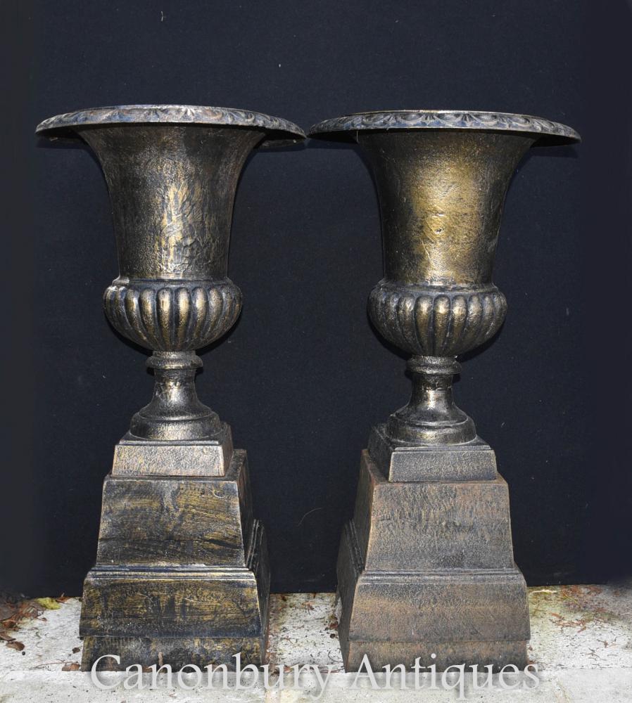 Paire d'urnes de jardin en fonte victorienne anglaise classique