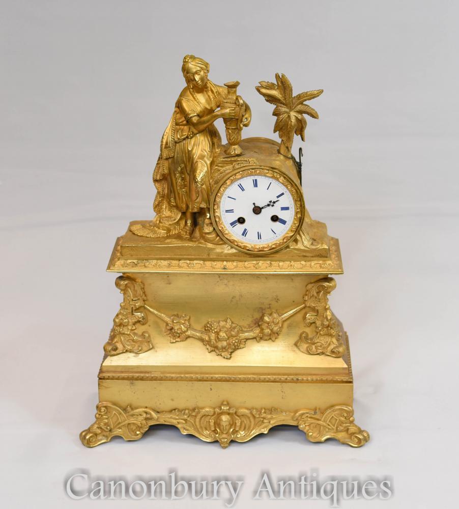 Pendule d'époque Empire en bronze doré à la dorure