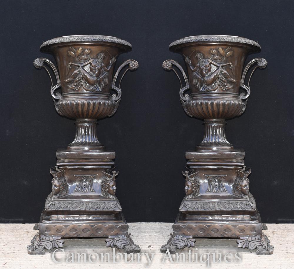 Paire de grandes jardinières classiques italiennes en bronze Campana