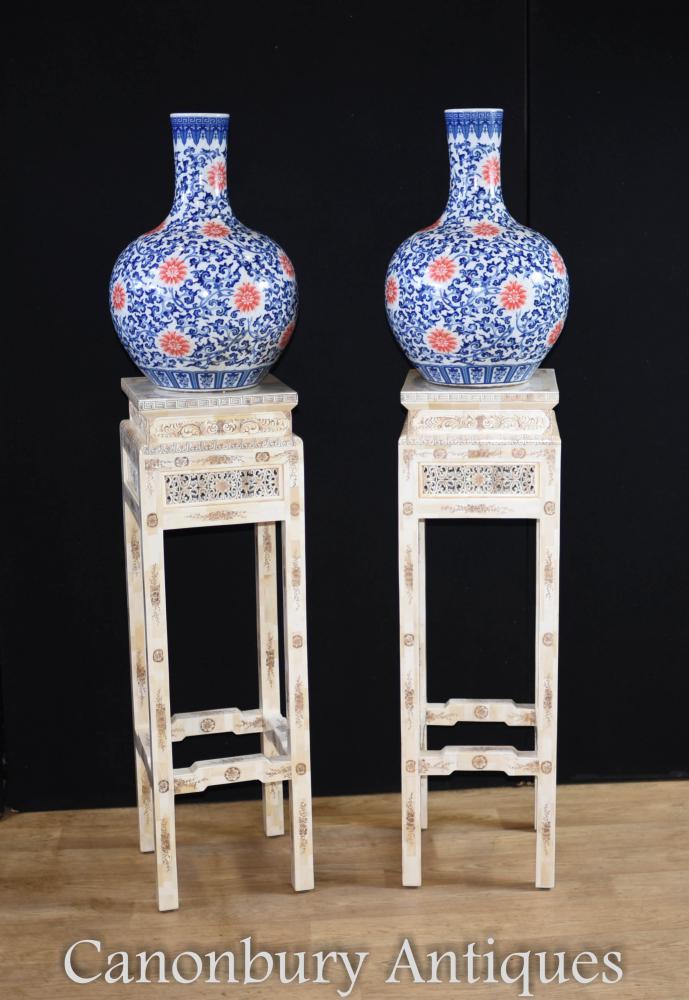 Paire de tables d'appoint pour pied de piédestal sculptées en os chinois