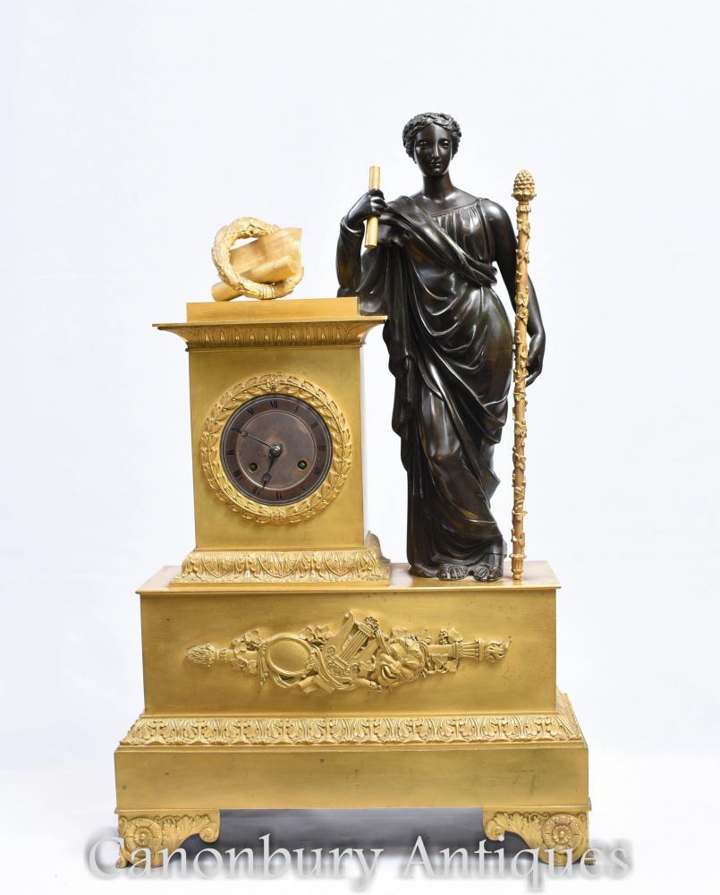 Pendule Antique en Bronze Doré et en Bronze Doré