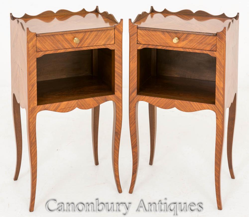 Paire de tables de chevet anciennes françaises