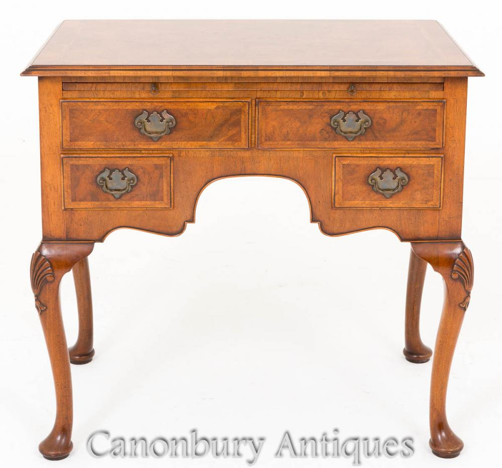 Noyer Queen Anne Buffet Lowboy