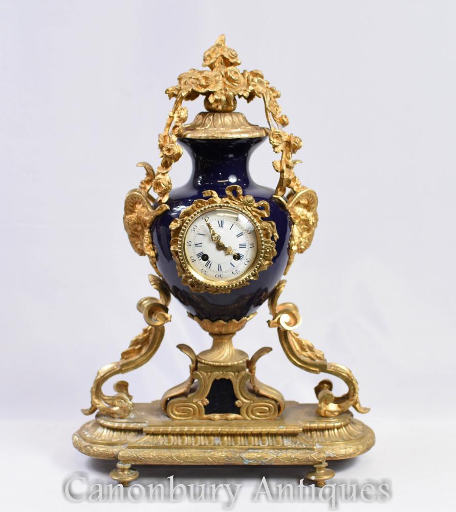 Pendule de style Empire en bronze doré et horloges en porcelaine