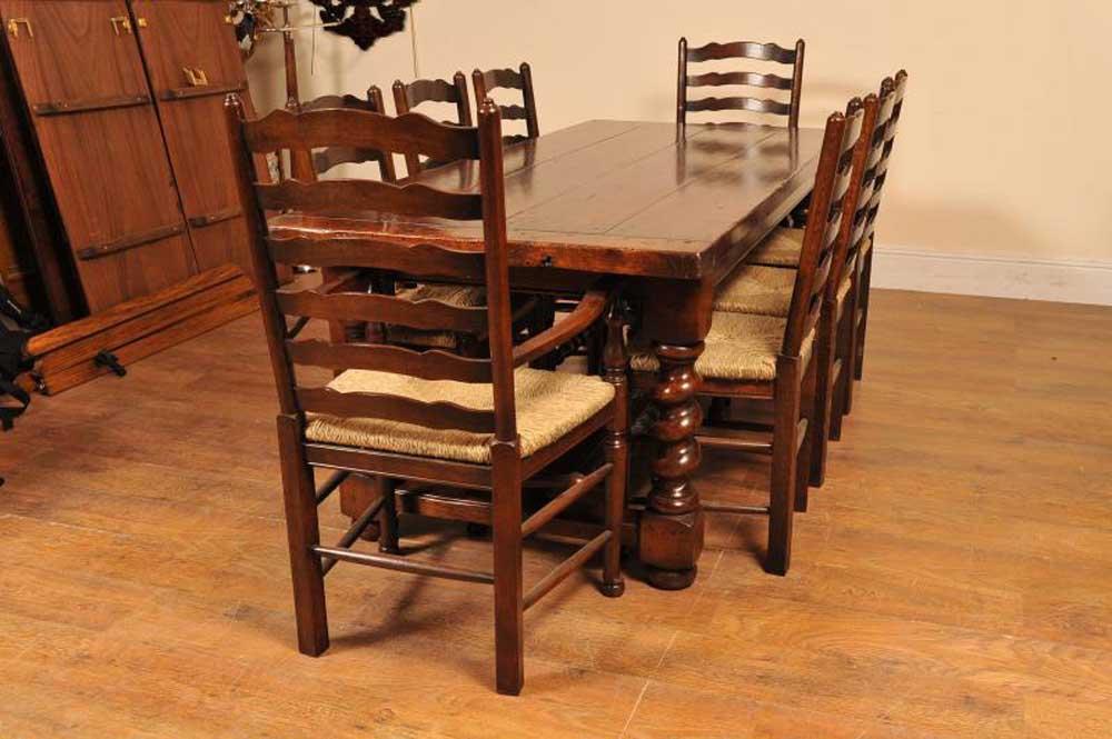 Ensemble de cuisine à chaise à échelle en réfectoire d'orge